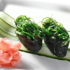 gunkan-salatka-z-trawa-morska